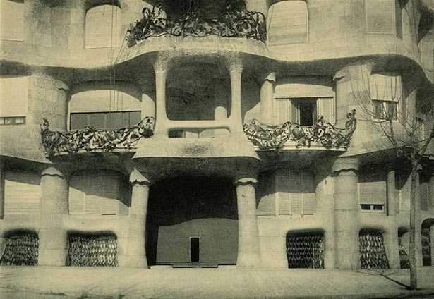 La Pedrera: «Álbum d'architecture moderne à Barcelone: Collection of 70 planches». Barcelona, 1911.